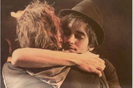 Fábio Jr abraça Fiuk