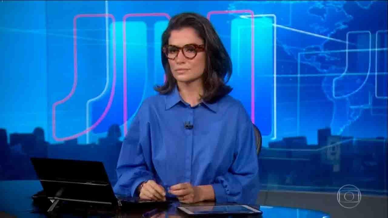 Renata Vasconcellos séria