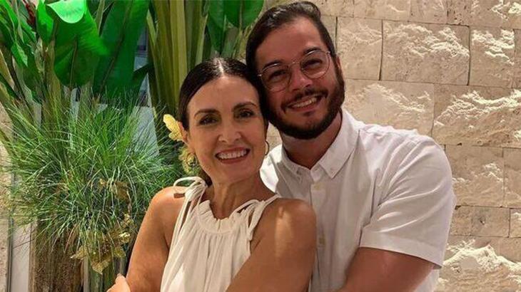 Fátima Bernardes abraçada com Túlio Gadelha
