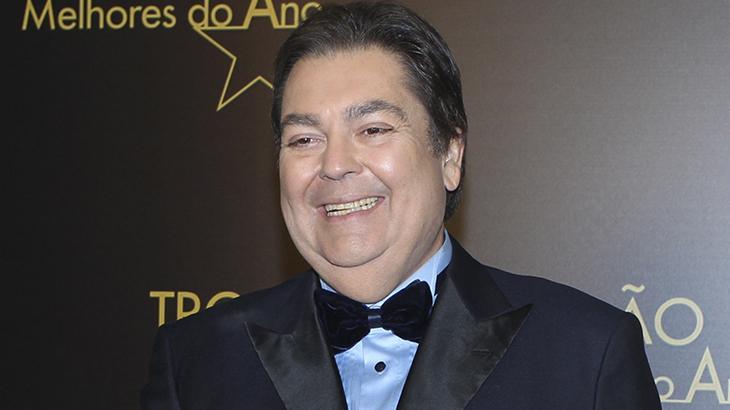 Faustão sorrindo nos bastidores da Prêmiação Melhores do Ano na Globo