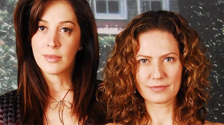 Donatela (Claudia Raia), à esquerda, e Flora (Patrícia Pillar), à direita, em foto divulgado pela Globo da novela A Favorita