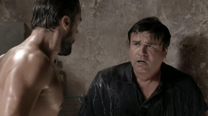 Império: Enrico passa a ser assediado por cozinheiro gay