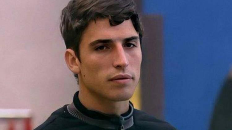 Felipe Prior sério de roupa preta