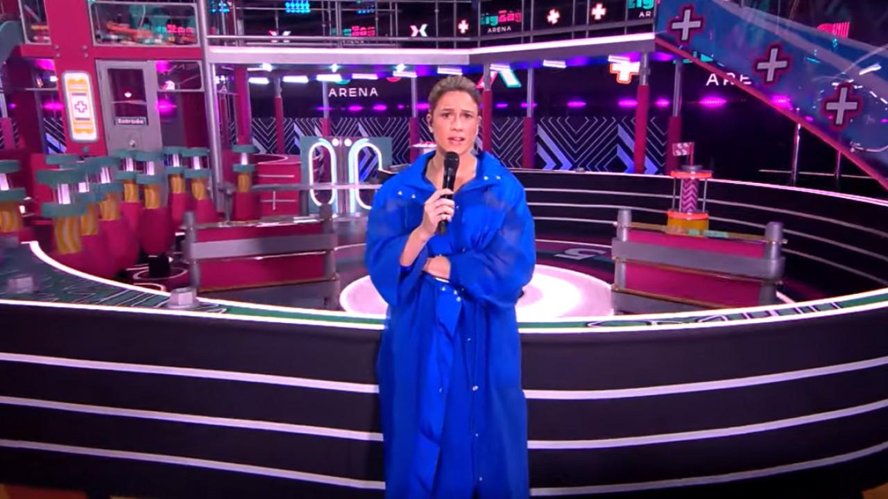 Fernanda Gentil no cenário do Zig Zag Arena