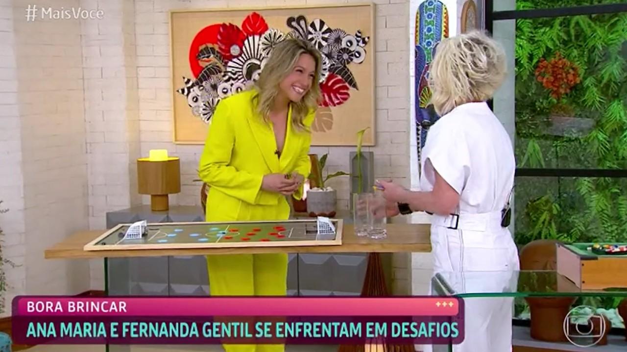 Fernanda Gentil no Mais Você sorrindo de roupa amarela