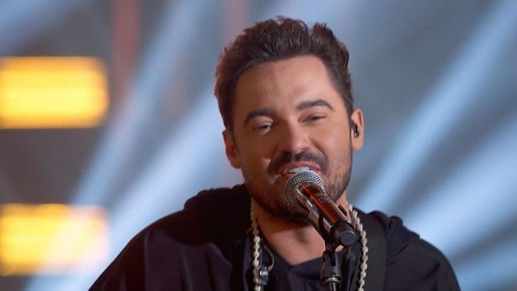 Fernando Zor cantando