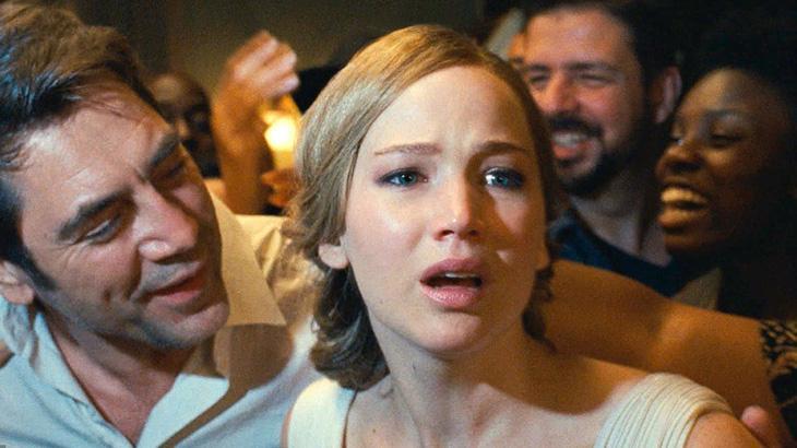 """Diretor, sem Jennifer Lawrence, lança filme """"Mãe!"""" no Brasil com camisa em defesa da Amazônia"""