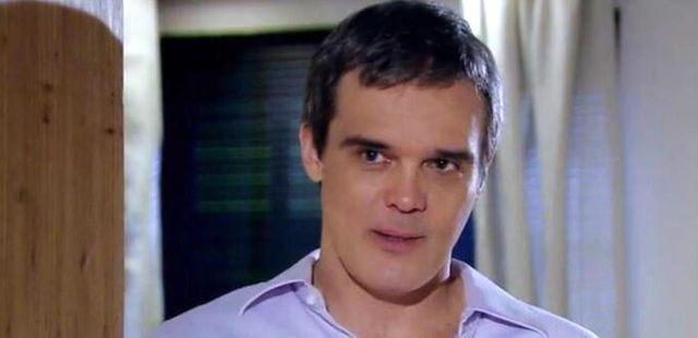 """Fina Estampa: René cai de encantos por Vanessa: \""""Você beija bem\"""""""