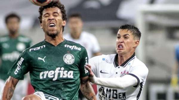 Marcos Rocha do Palmeiras cabeceando a bola