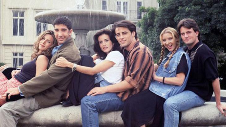 """Jennifer Aniston diz que reboot de \""""Friends\"""" depende apenas dos meninos do elenco"""