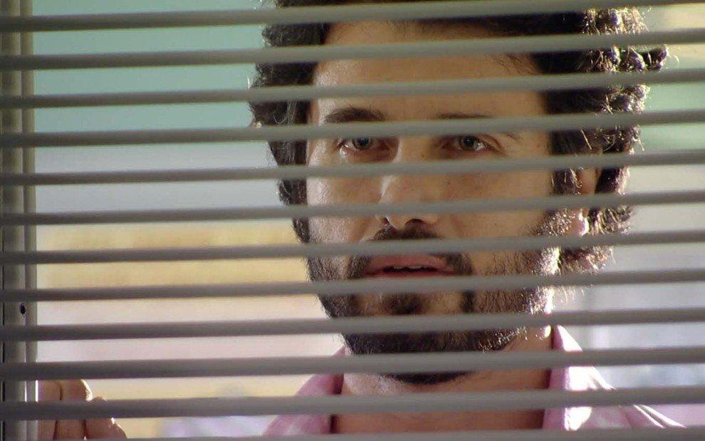 A Vida da Gente: Rodrigo obriga Gabriel a tomar decisão após flagrante
