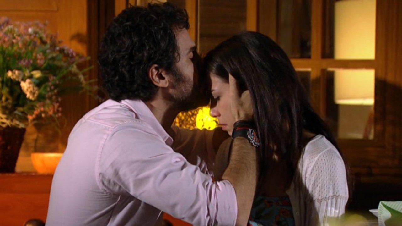 A Vida da Gente: Gabriel dá um flagra em Rodrigo e toma atitude com Manuela