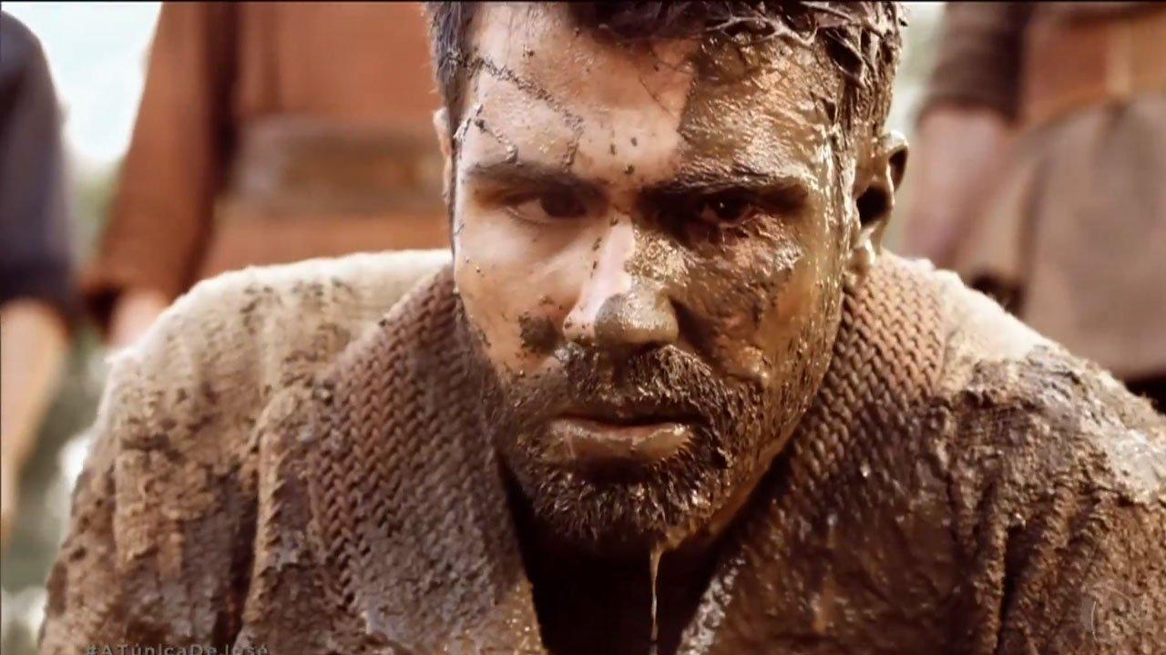 José com lama no rosto