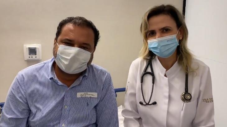 O apresentador Geraldo Luís ao lado da médica Ludhmila Hajjar, responsável por seu tratamento contra o coronavírus