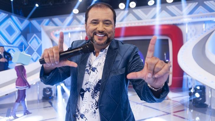 Ex aproveita programa de Geraldo Luís e faz convite inesperado a Roberto Carlos