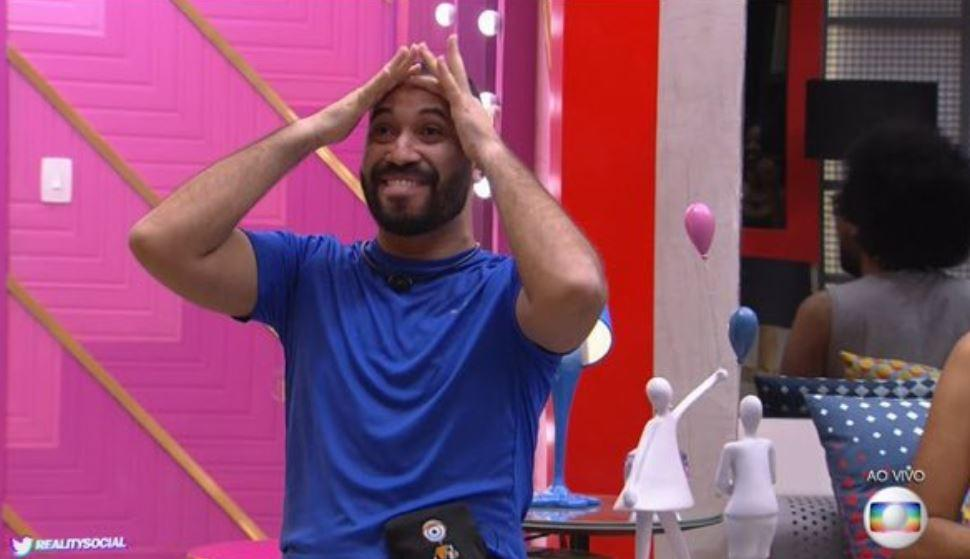 Gilberto Nogueira se emociona no BBB21