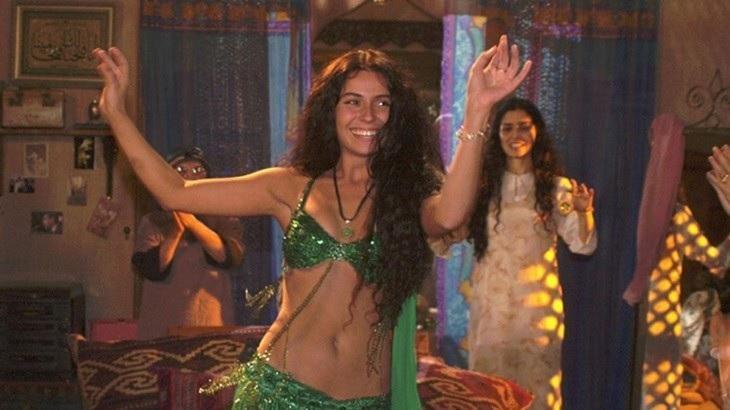 Aos 44, Giovanna Antonelli mostra que ainda domina a dança do ventre