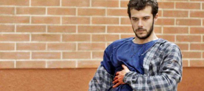 Haja Coração: Giovanni leva facada no lugar de Aparício