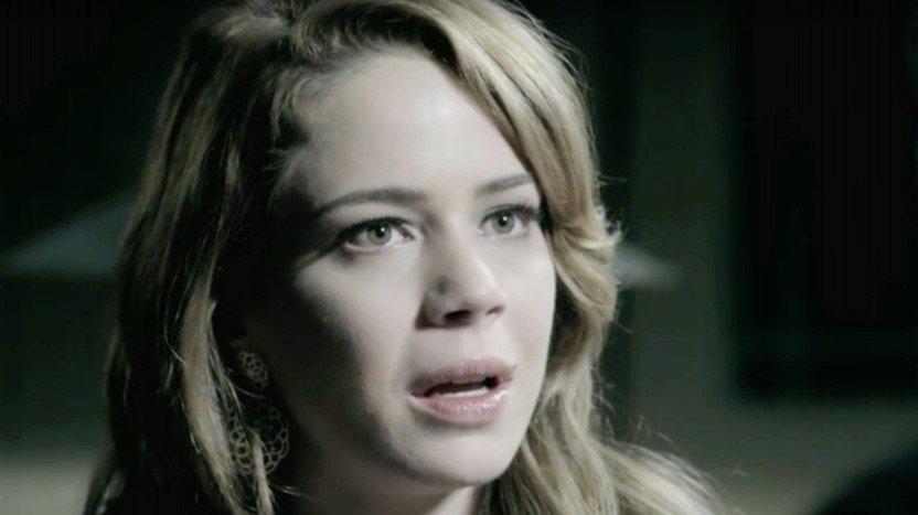Cristina boquiaberta em Império