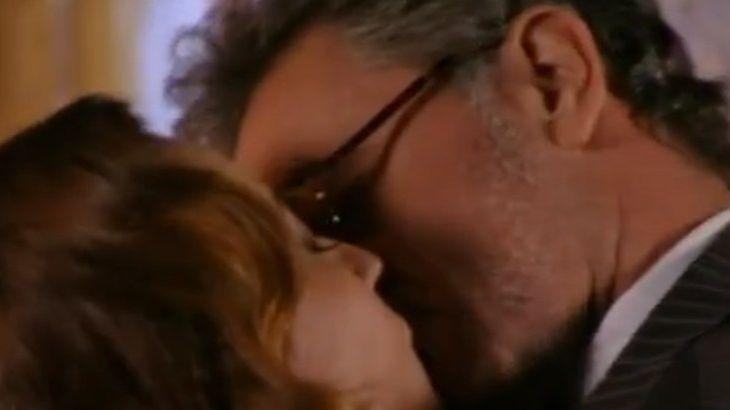 Guiomar e Duque se beijando na boca