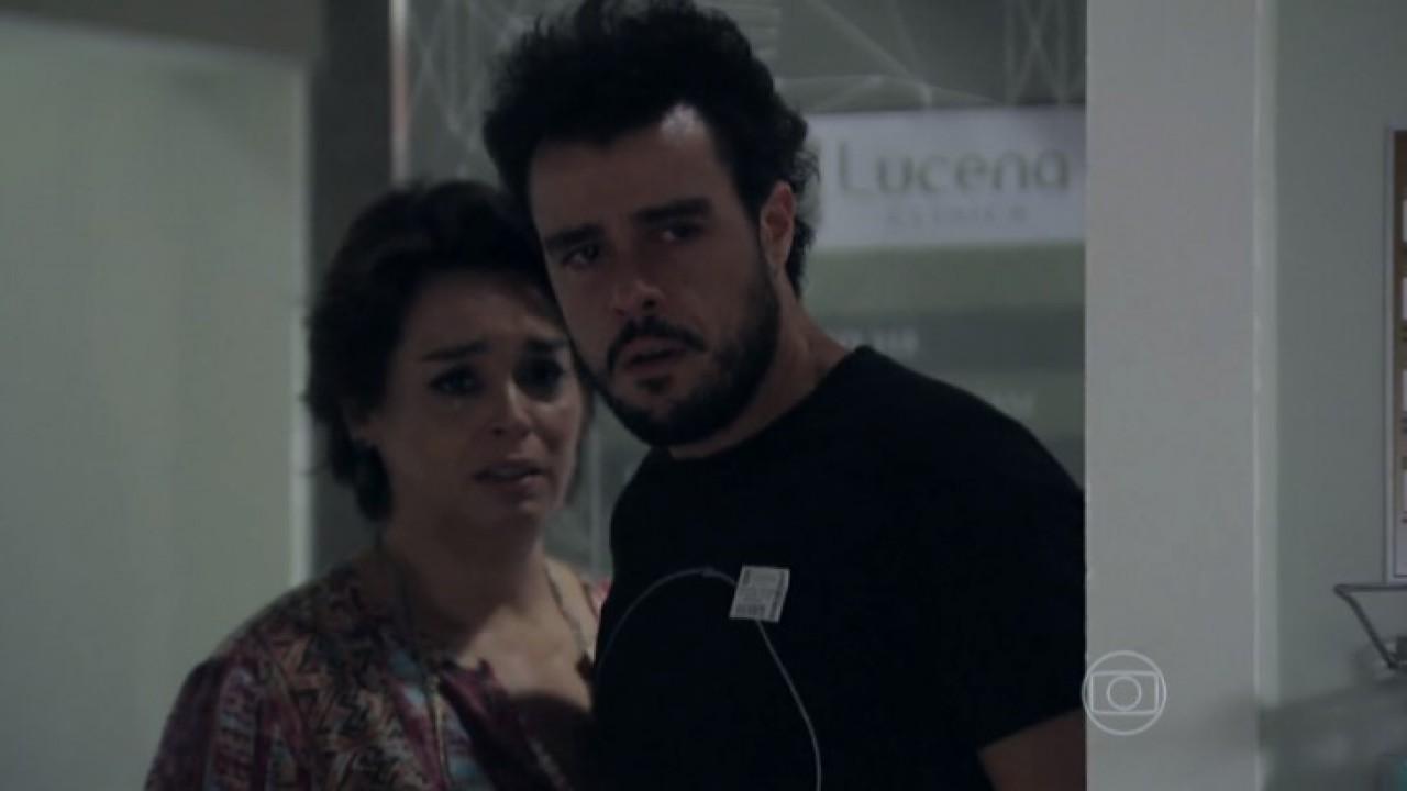 Enrico entrando no quarto de hospital