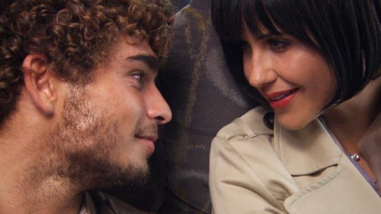 Luísa, de peruca preta, e Breno Guedes