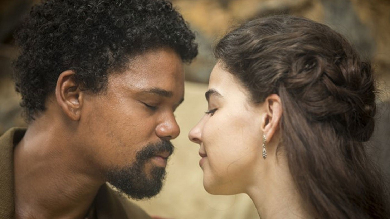 Cena de Nos Tempos do Imperador com Pilar beijando Samuel