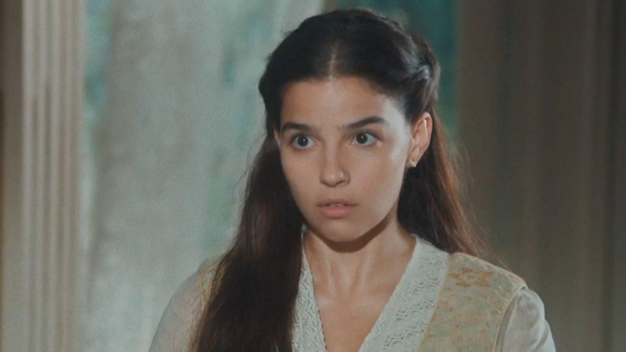 Cena de Nos Tempos do Imperador com Pilar olhando séria