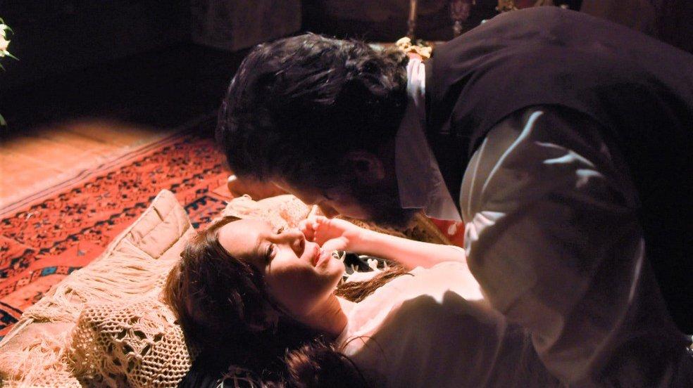 Luísa e Dom Pedro II tendo noite de amor