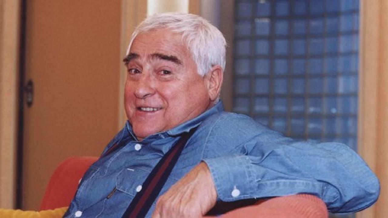 Luis Gustavo posa para foto caracterizado como Tio Vavá, do Sai de Baixo