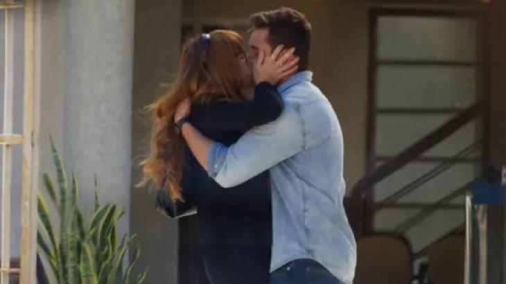 Cena de Salve-se Quem Puder com Renzo beijando Alexia