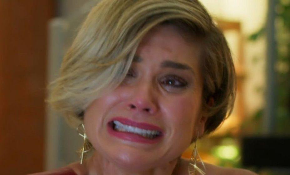 Helena chora, desesperadamente