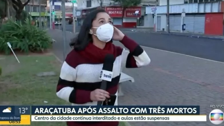 Thaís Gomes sofrendo susto na Globo