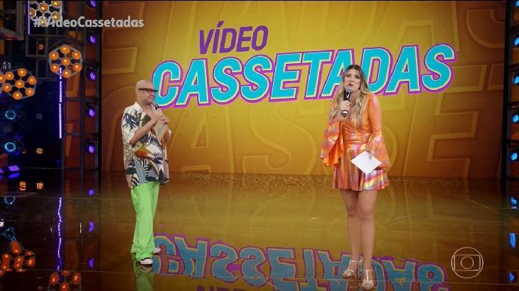 Dani Calabresa e Welder Rodrigues no palco da Super Dança dos Famosos, apresentando as Vídeo Cassetadas