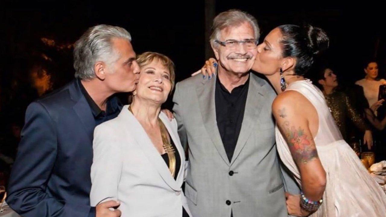 Glória Menezes e Tarcísio Meira recebem beijos de Tarcísio Filho e da nora, Mocita Fagundes