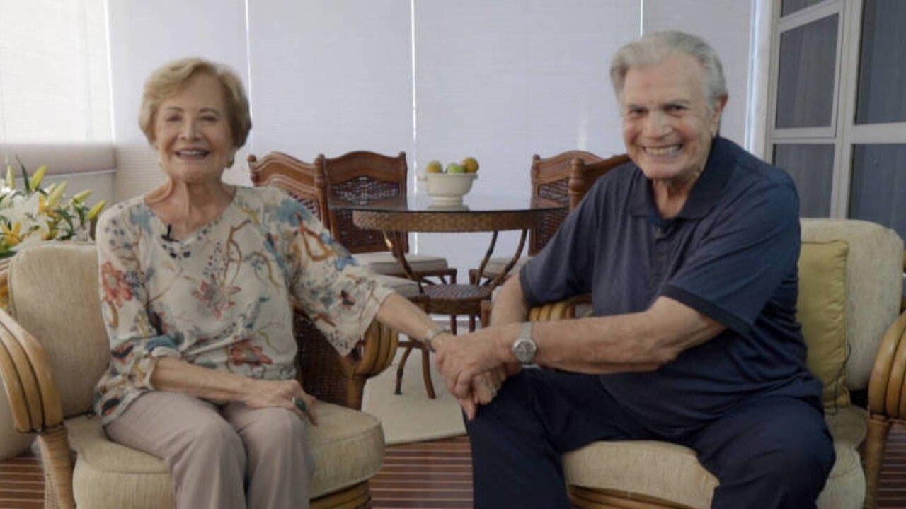Casados há 60 anos, Glória Menezes e Tarcísio Meira em foto de mãos dadas