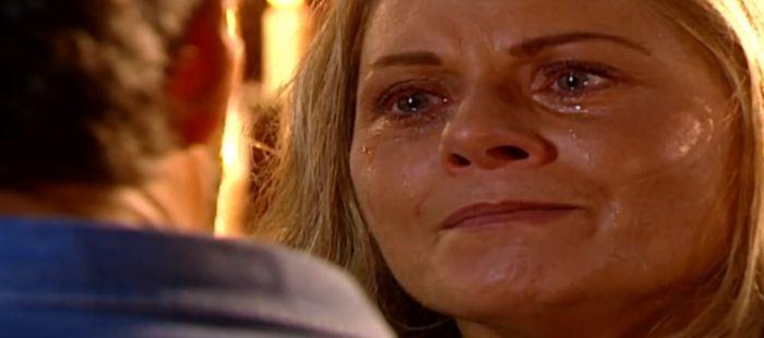Laços de Família: Helena conta motivo de transa e Pedro tem a pior reação