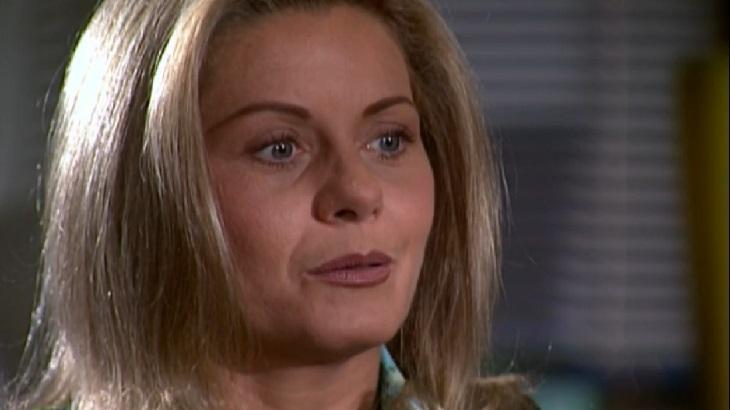 """Laços de Família: Ciça coloca Helena para correr: \""""Não é bem-vinda\"""""""