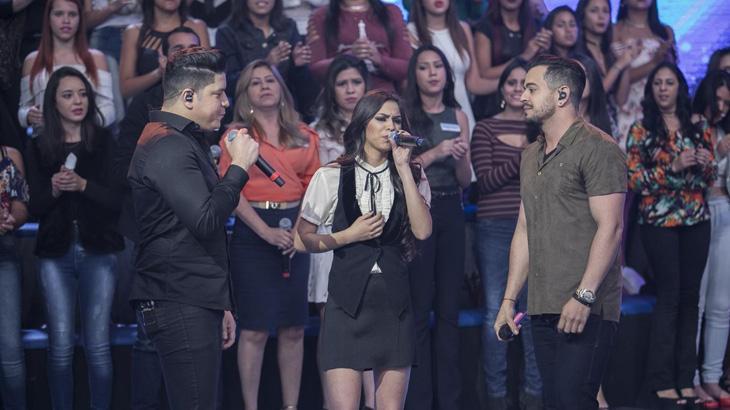 """Fã cantora de Henrique & Diego ganha surpresa e mostra seu talento no \""""Hora do Faro\"""""""