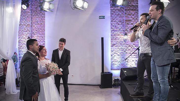 """Marcos & Belutti faz show particular em festa de casamento de fãs no \""""Hora do Faro\"""""""