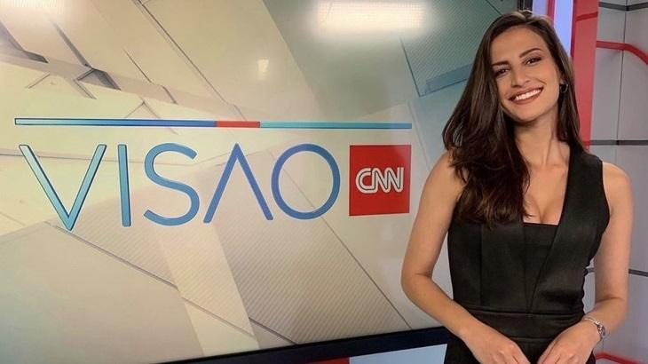 Iara Oliveira no estúdio do programa Visão, da CNN Brasil