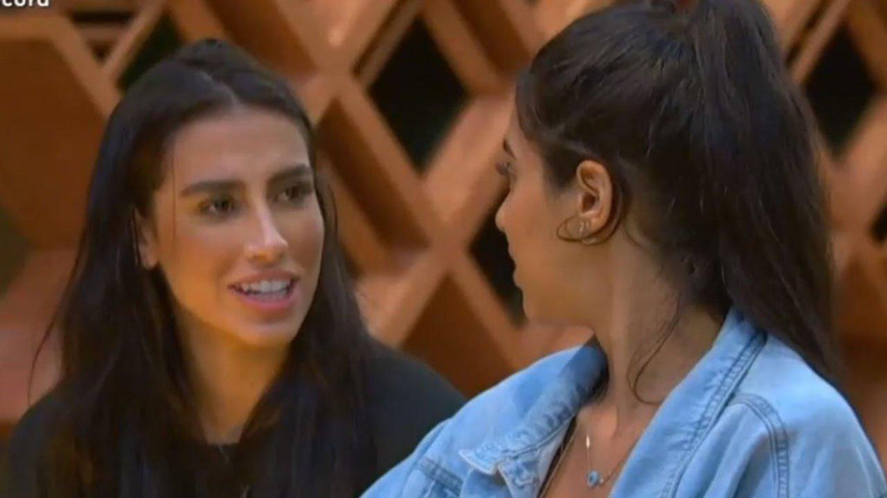 Any e Mirela conversando