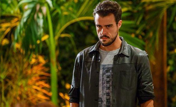 Enrico com expressão de furioso