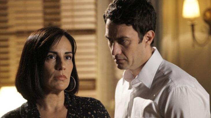 Gloria Pires e Gabriel Braga Nunes em cena da novela Insensato Coração, que completa 10 anos