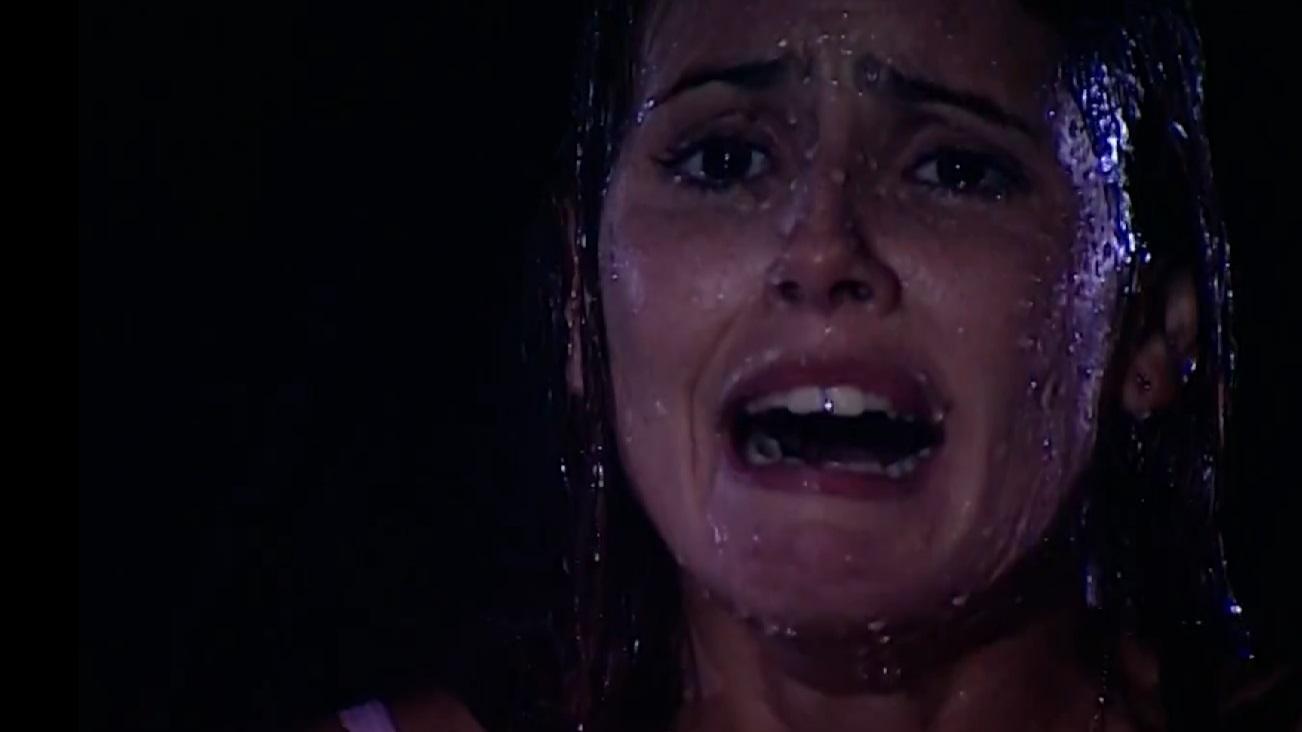 Deborah Secco em cena da novela Laços de Família, em reprise na Globo