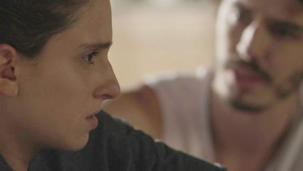 Ivana e o namorado em A Força do Querer