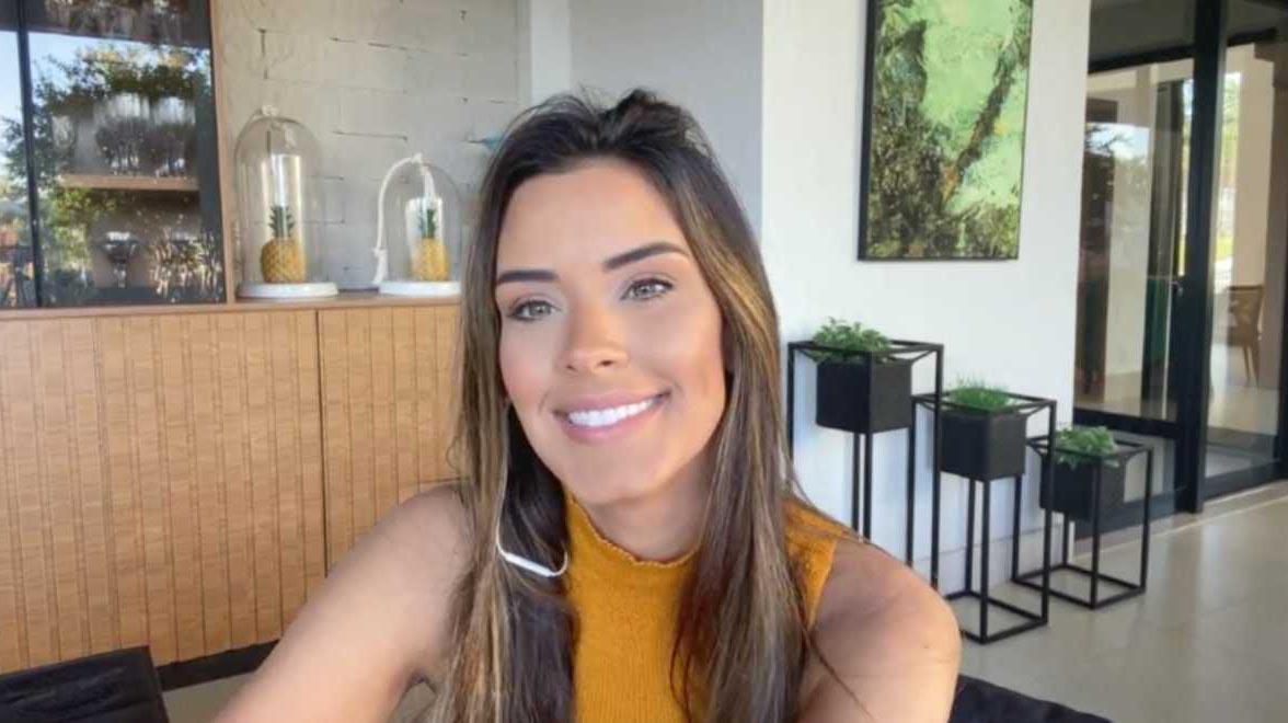 Ivy Moraes na RedeTV!, no TV Fama