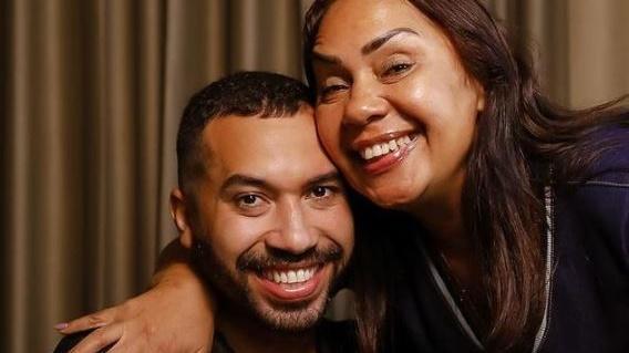 Dona Jacira posa com Gil do Vigor