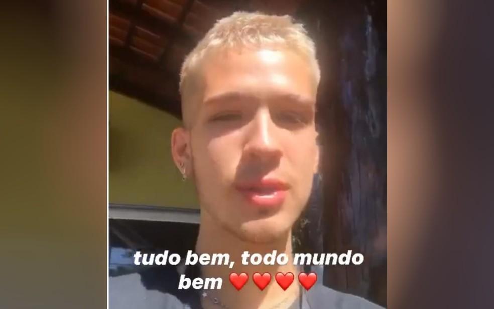 """João Guilherme aparece com ombro machucado após acidente: \""""Está doendo\"""""""
