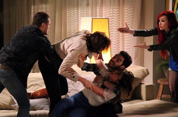 Império: Danielle confronta Maria Marta e leva tapa na cara